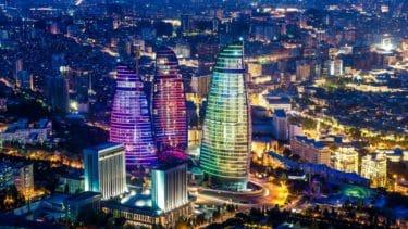 アゼルバイジャンの首都バクーの夜景