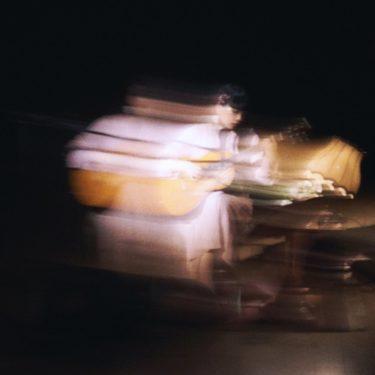 至福の声とギター。青葉市子、2020年1月のライヴ音源をリリース